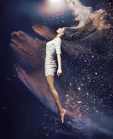 Slank, fit balletdanser onder het stof