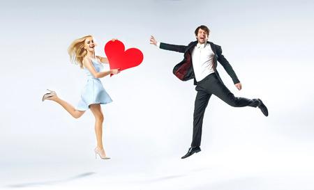 Blije jonge paar tijdens Valentijn Stockfoto
