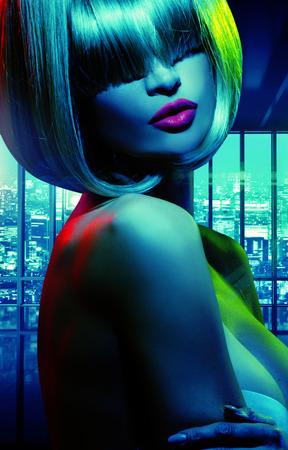 mujer sexy desnuda: Retrato tono azul de la mujer tentadora Foto de archivo