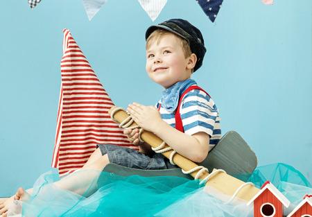 marinero: Retrato de un pequeño y lindo marinero