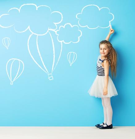 チョーク図面を作るかわいい子 写真素材