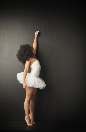 Wenig Balletttänzer, der Kreidezeichnungen Standard-Bild - 40023144