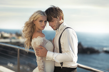 Großansicht Porträt der jungen attraktiven Brautpaar Lizenzfreie Bilder