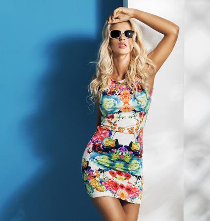時尚拍攝一個誘人的富小姐 版權商用圖片