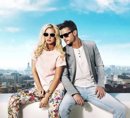 fashion sunglasses: Trendy couple enjoying the summer in teh city Stock Photo