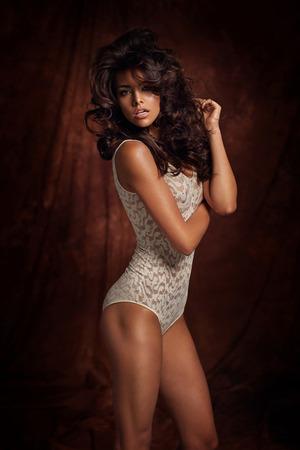 Tawny donna che indossa lingerie luminoso photo