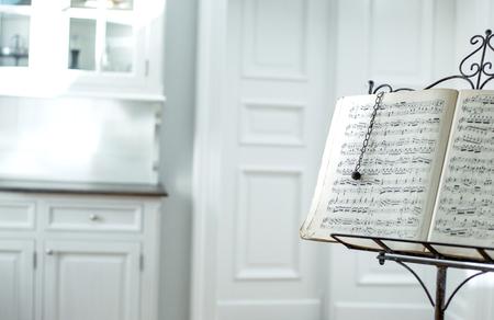 평온한 노래의 오래된 종이 점수 스톡 콘텐츠