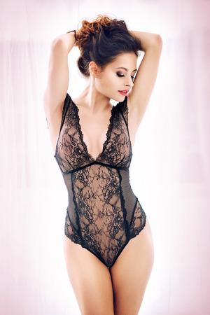femme noire nue: jeune femme lascive avec un corps parfait