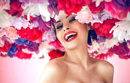 Ritratto di stile Fiore di una giovane donna photo
