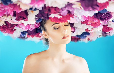 Brunette woman wearing a colorful wreath Imagens