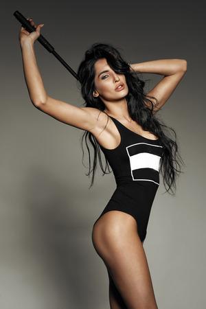 nude young: Чувственная брюнетка леди Голдинг черный палку