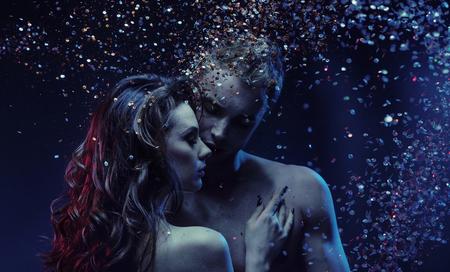 Retrato romántico de una pareja desnuda joven Foto de archivo