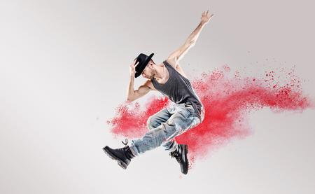 赤い粉の間でヒップホップのダンサーの概念図 写真素材