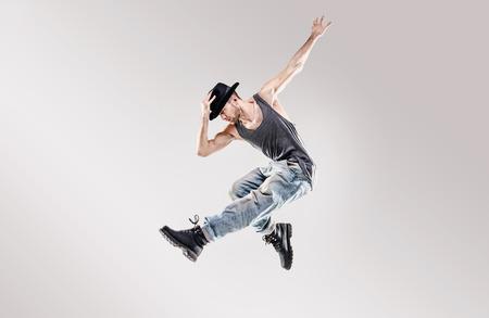 Forme o tiro de um dançarino talentoso hop hip Banco de Imagens