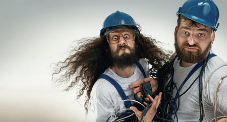Portrait von zwei dummen antagionistic Ingenieure Standard-Bild - 55095137