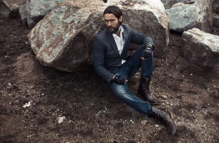 chaussure: Portrait de attractif homme élégant