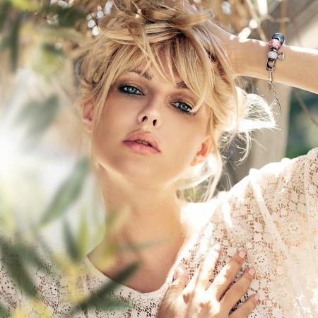 Close-up portret van een mooi meisje Stockfoto