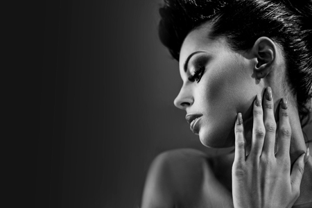 Black&white portrait of a glamorous brunette lady