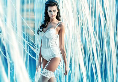 Beaux portrait d'un ange sensuelle brune Banque d'images