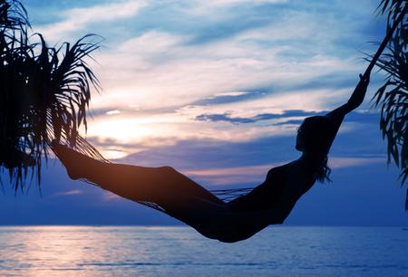 Mujer Semidesnuda Tomando Un Baño De Mar Fotos, Retratos, Imágenes ...