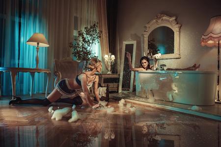 imagen conceptual de un cliente gritos de una dama sensual