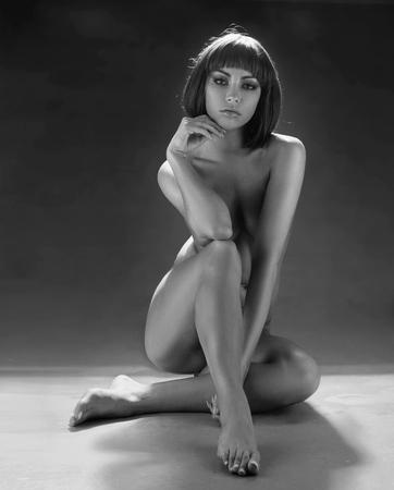 Black&white portrait of a nude woman
