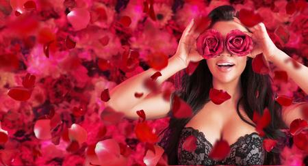 Allegro giovane donna tra petali di rosa