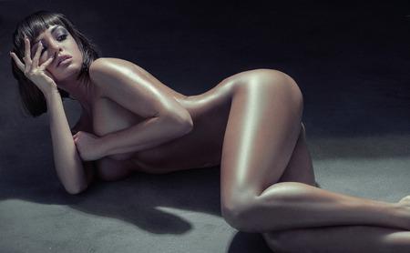 Ritratto di una donna voluttuosa bruna