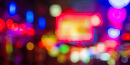 Immagine di luci colorate in Asia, strada notturna
