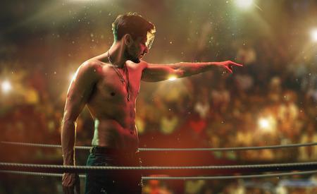 Bel ragazzo muscoloso sull'anello del combattimento