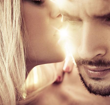 Closeup portrait of a romantic, young couple Banque d'images