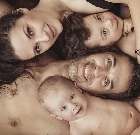 Ritratto di una allegra, famiglia felice photo