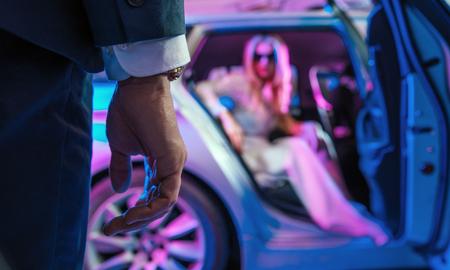 Immagine concettuale di persone eleganti - vita notturna