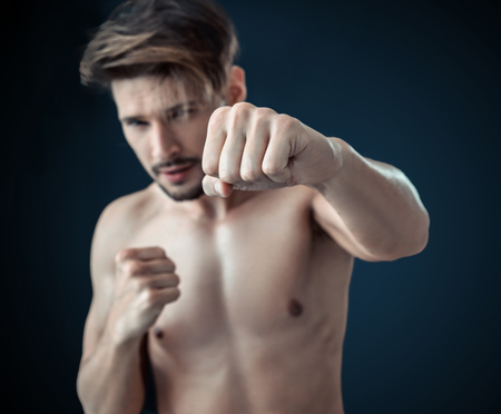 Ritratto di un bodybuilder nudo, stron