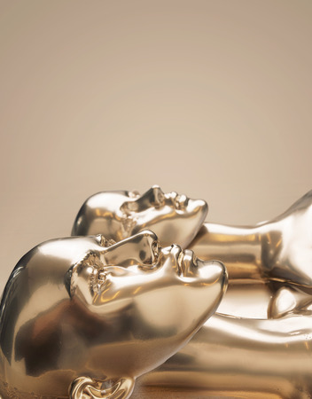 Goldene Skulptur von Menschen - Arbeit der Kunst Standard-Bild - 93948816