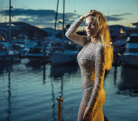Elegant, sexy blonde walking in docks - vacation shot Stockfoto