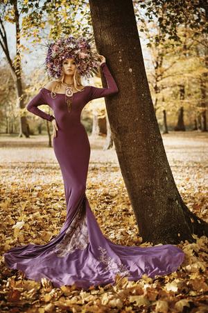 Portrait of a beautiful woman wearing a magnificent chaplet Banco de Imagens