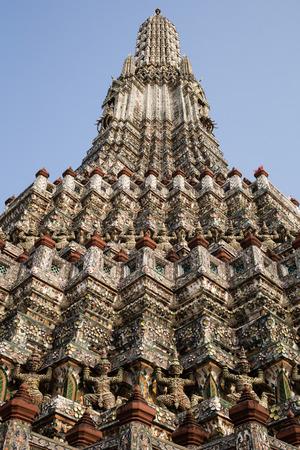 wat arun: Wat Arun, or The Temple of Dawn, on the bank of Chao Phraya in Bangkok, Thailand. Stock Photo
