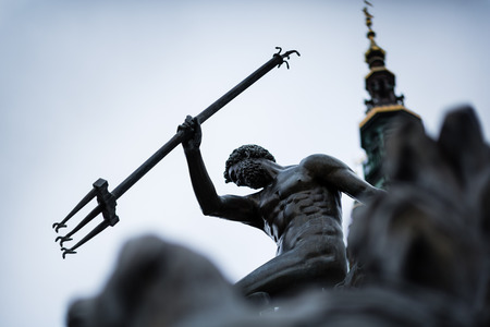 Close-up van de fontein van Neptunus, in het centrum van Gdansk, Polen. Foto met ondiepe scherptediepte.