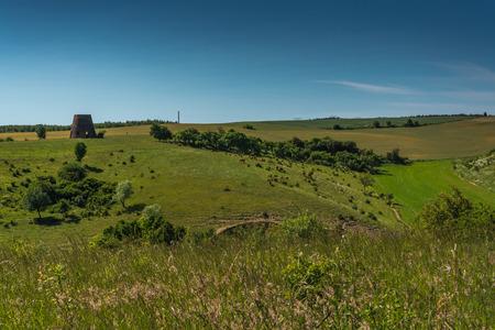 fields and meadows: campos, prados, pastos, colinas - campo polaco Foto de archivo