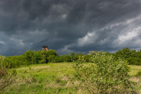 fields and meadows: tormenta que se avecina en los campos, prados y torre de la caza