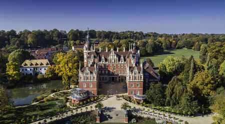 A beautiful castle and gardens - Furst Puckler Park in Bad Muskau - from a bird's eye view 免版税图像