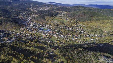 Aerial view of Karpacz city at the foot of Sniezka and the Karkonosze National Park Standard-Bild