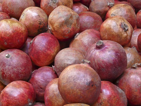 punica granatum: Pomegranates, Punica granatum, on the market in the old town of Jerusalem