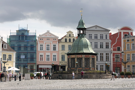 waterleiding: Het waterleidingbedrijf op marktplein van Wismar