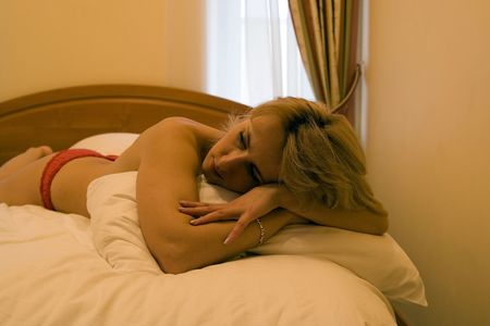 naked woman 20-25 years on bed Stock Photo - 991922