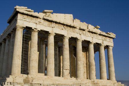 antica grecia: colonne di marmo Partenone di Atene grecia