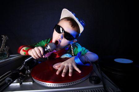 enfants noirs: refroidir kid DJ en action  Banque d'images