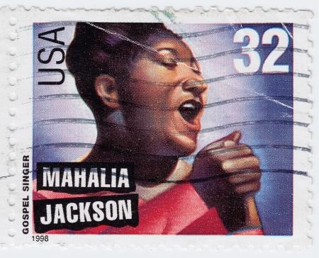 EE.UU. - CIRCA 1998: sello impreso en los EE.UU. muestra americano cantante de gospel Mahalia Jackson, alrededor del año 1998