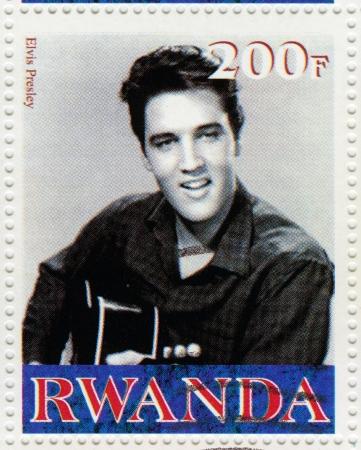 RWANDA CIRCA 2000 Stempel gedrukt in Rwanda toont acteur en rock-'n-roll-zanger Elvis Presley, circa 2000